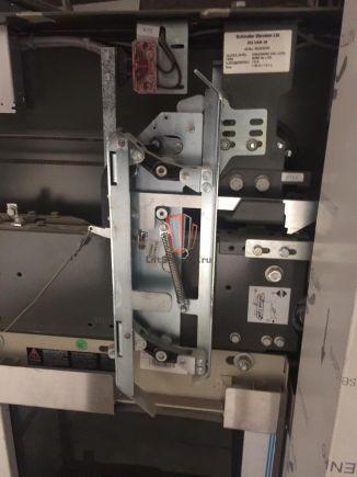 Отводка привода дверей правая VARIDOR 35 109L SCHINDLER